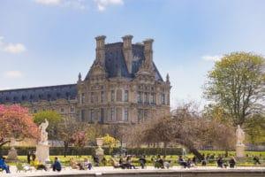 Le Louvre et le tourisme à Paris