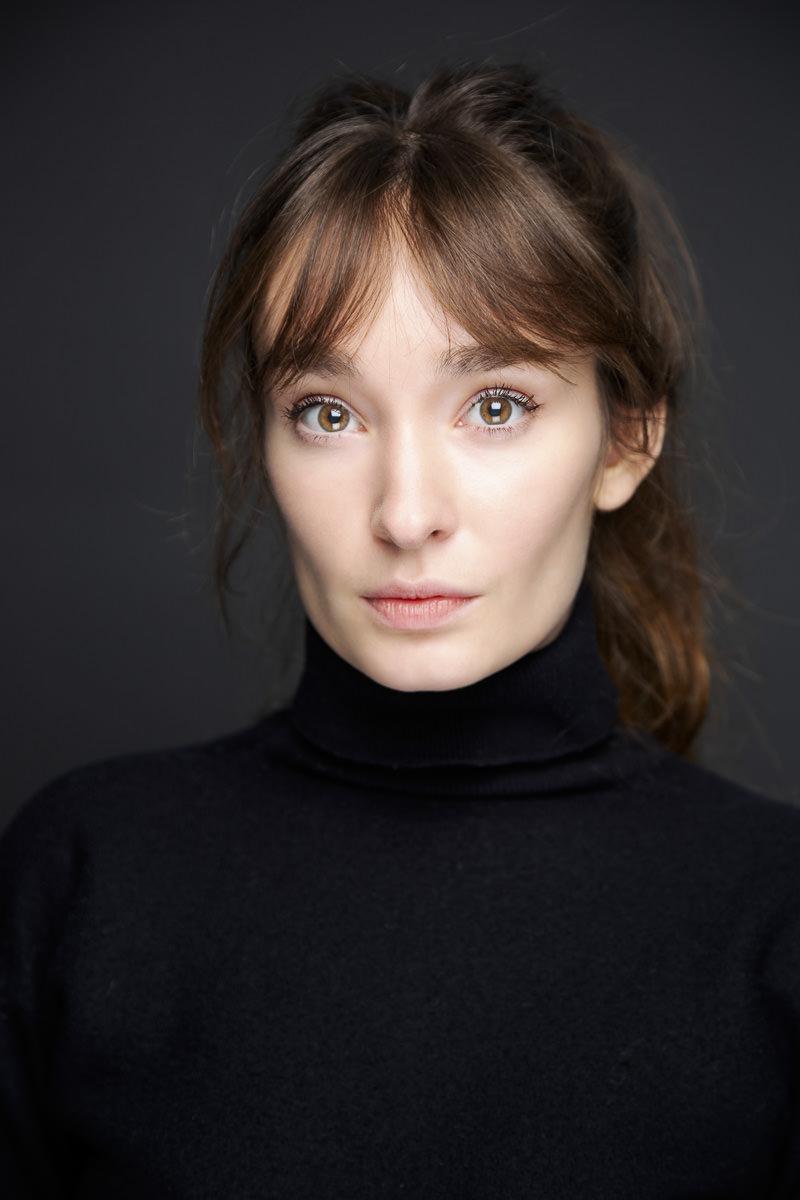 Portraits couleur studio pour le book d'une comédienne et modèle
